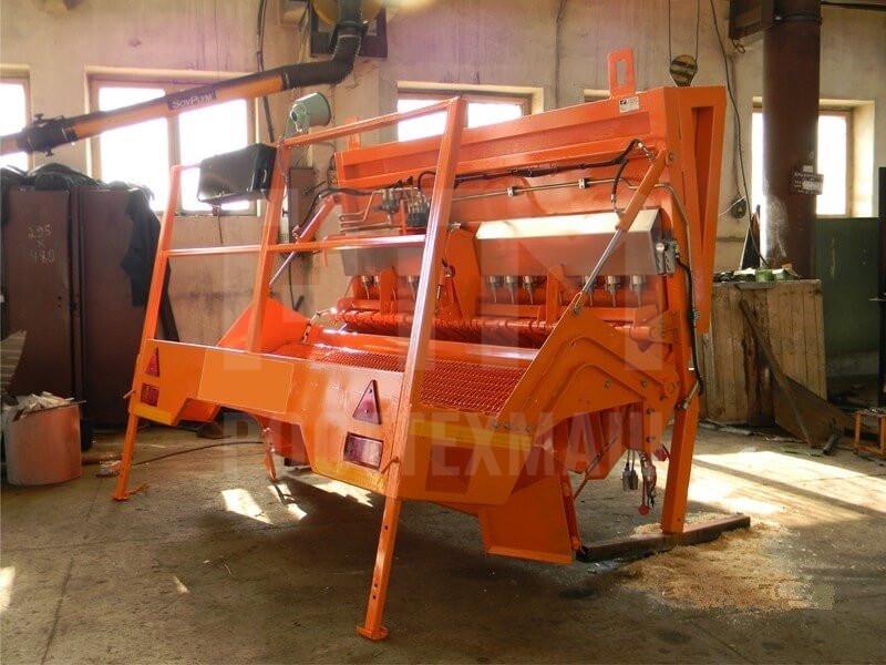 Купить Щебнераспределитель навесной и другое оборудование для ямочного ремонта по низкой цене и на выгодных условиях от компании РостТехМаш!